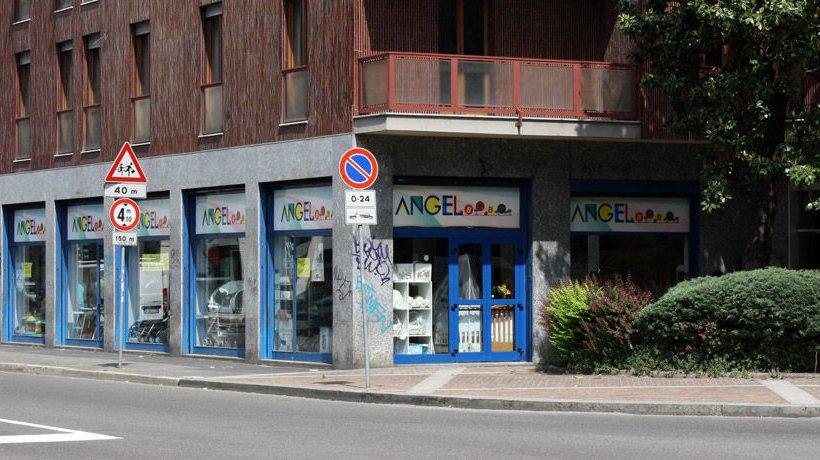 angel-baby-negozio-articoli-infanzia-seggiolini-passeggini-abbigliamento-milano_01