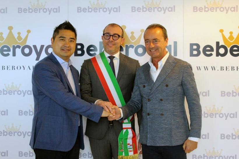 raffaele-romano-con-vice-sindaco-varedo_beberoyal-incontro-delegazione-cinese-maggiori-commercianti-prodotti-infanzia_0