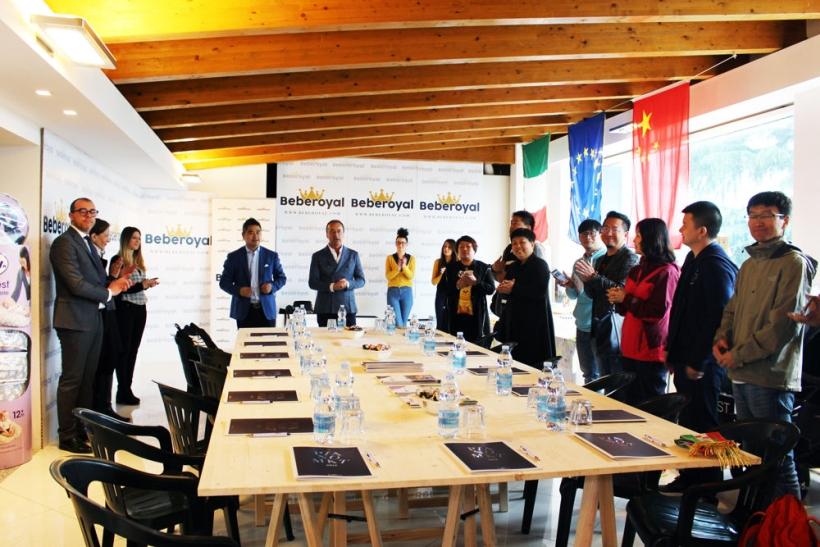 raffaele-romano-con-vice-sindaco-varedo_beberoyal-incontro-delegazione-cinese-maggiori-commercianti-prodotti-infanzia
