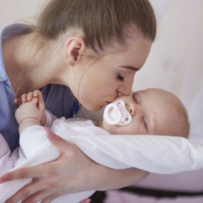 vantaggi-svantaggi-ciuccio-neonati