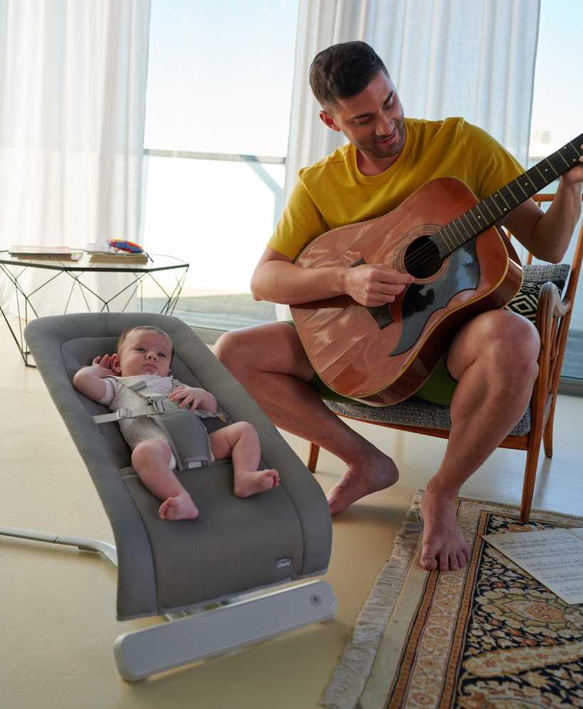 chicco-rhythmnsound-sdraietta-elettronica-che-culla-il-bambino